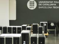 La UEC La Clau rep 10 ordinadors gràcies al programa UPC Reutilitza